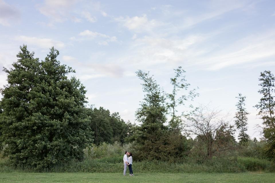 photographe-mariage-lyon-lenagphotography-seance-engagement-champetre-golden-hour (17)