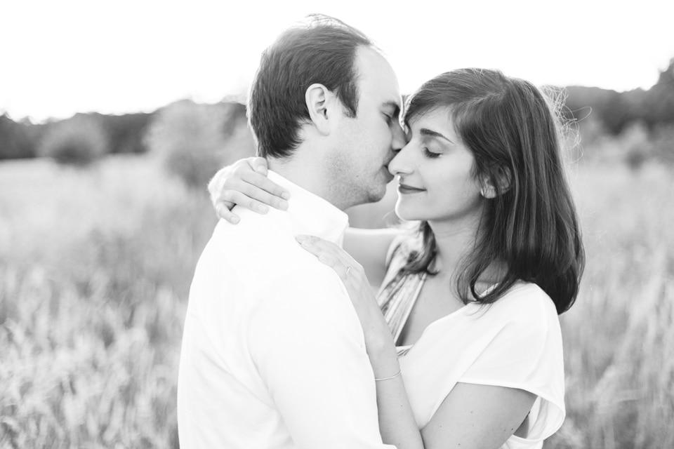 photographe-mariage-lyon-lenagphotography-seance-engagement-champetre-golden-hour (67)