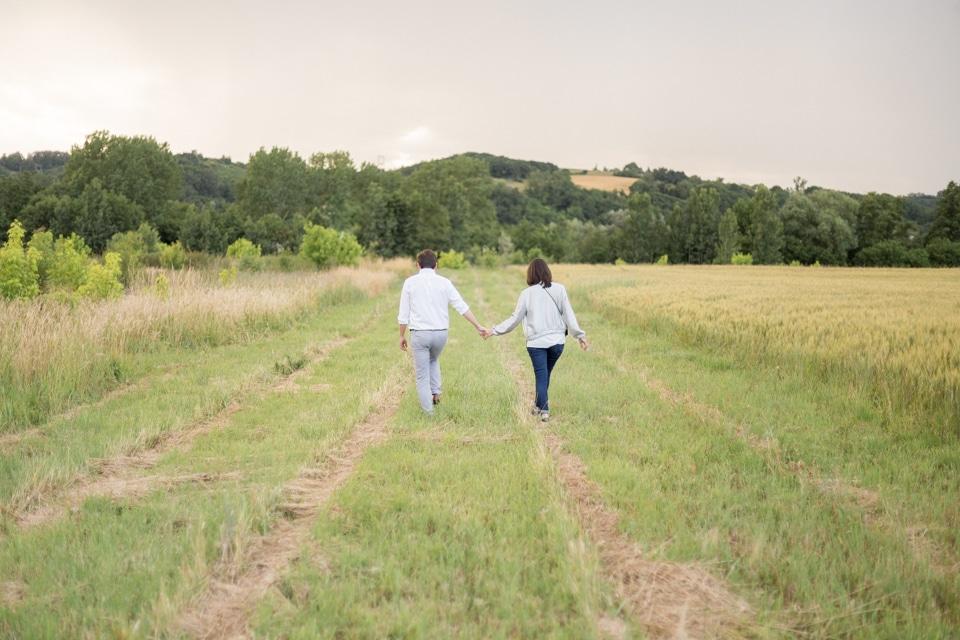 photographe-mariage-lyon-lenagphotography-seance-engagement-champetre-golden-hour-31