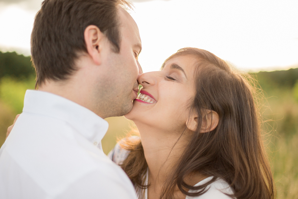 photographe-mariage-lyon-lenagphotography-seance-engagement-champetre-golden-hour-60