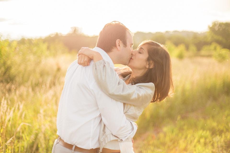 photographe-mariage-lyon-lenagphotography-seance-engagement-champetre-golden-hour-82