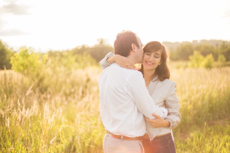 photographe-mariage-lyon-lenagphotography-seance-engagement-champetre-golden-hour-83