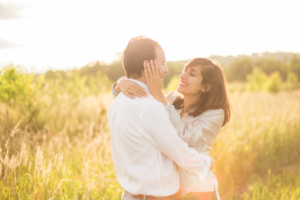 photographe-mariage-lyon-lenagphotography-seance-engagement-champetre-golden-hour-84