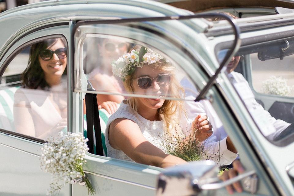 arrivee de la mariee dans une voiture ancienne vert d eau