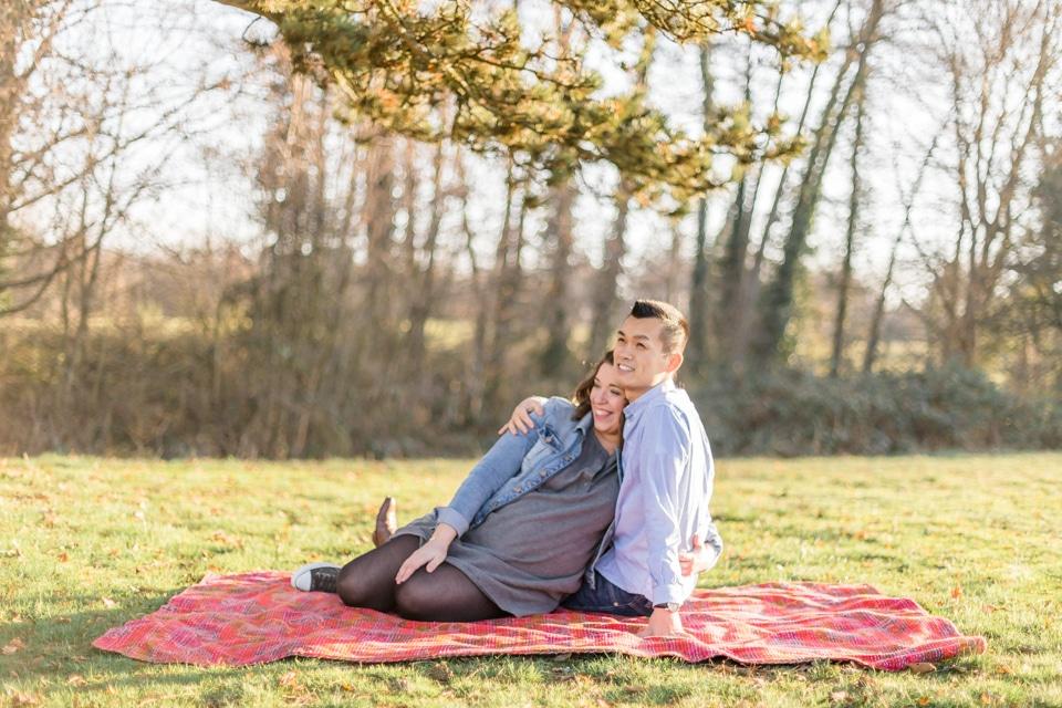 séance photo de grossesse dans un parc à lyon