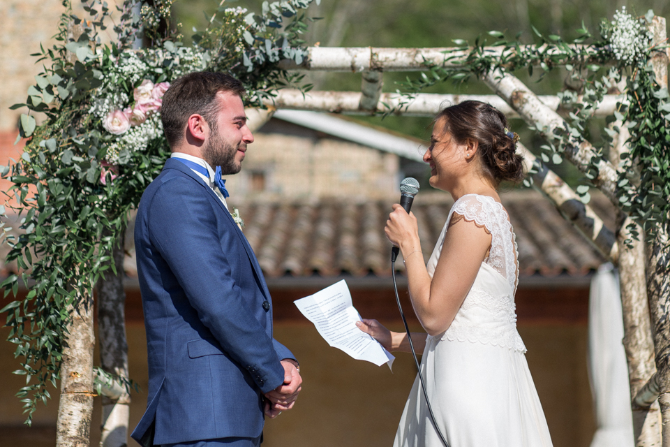 cérémonie de mariage en extérieur au domaine de vavril