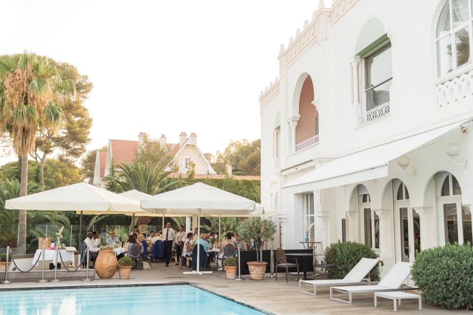 diner de mariage sur la terrasse à la villa mauresque