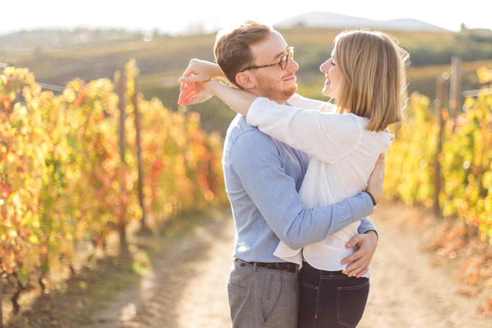 photo de couple dans les vignes a lyon