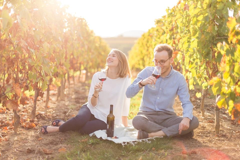 séance photo de couple sur le thème du vin à lyon