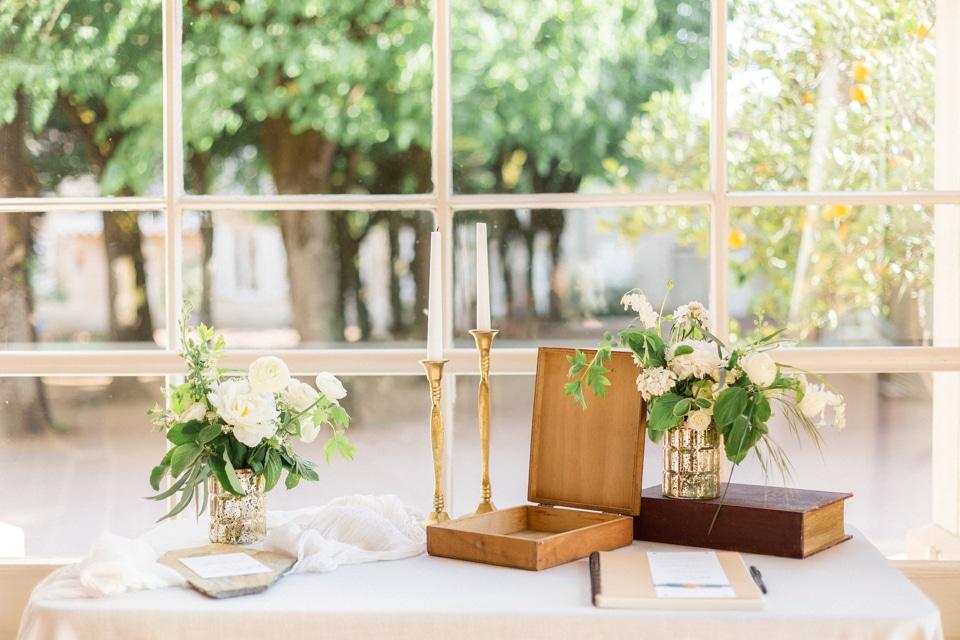 decoration de table en vert et blanc au chateau des ravatys