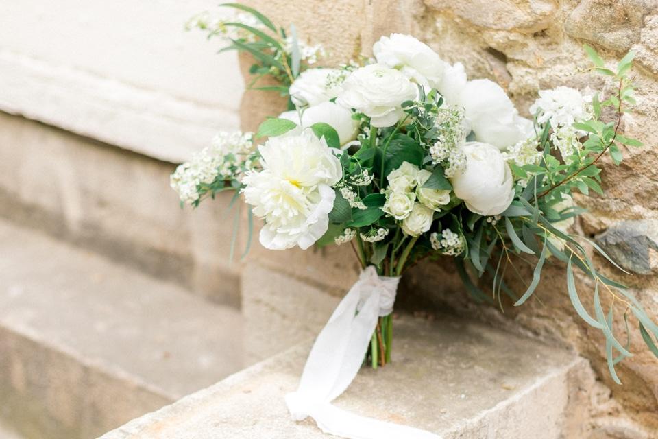le bouquet de pivoines la mariee tout en blanc et vert
