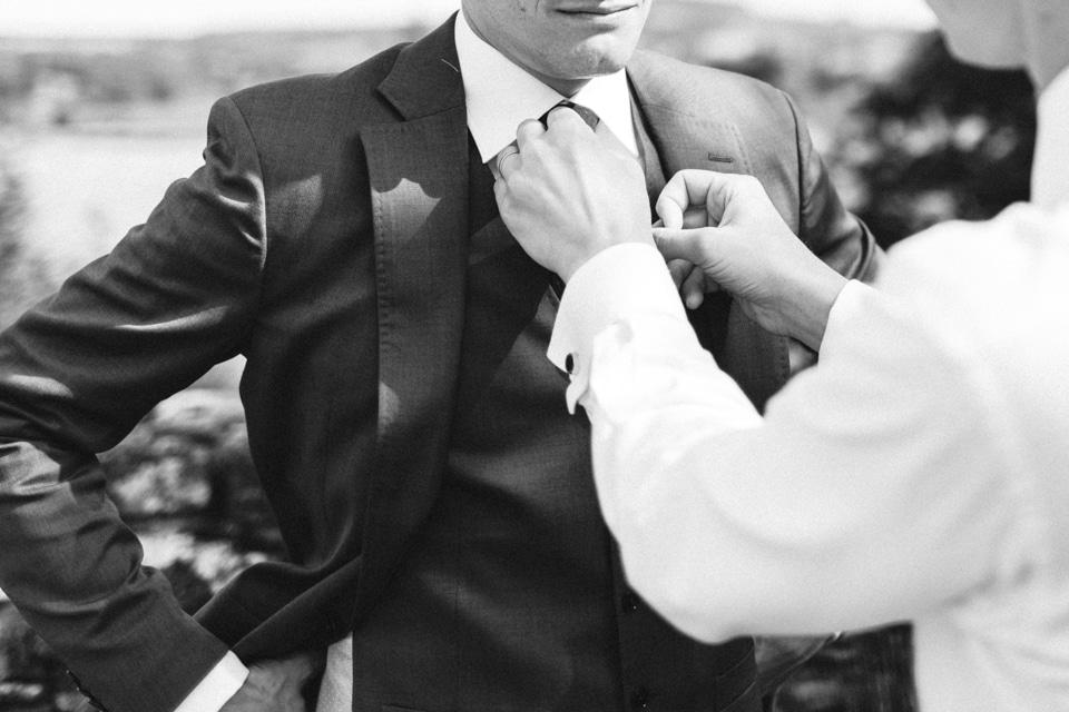 habillage du marié en bourgogne
