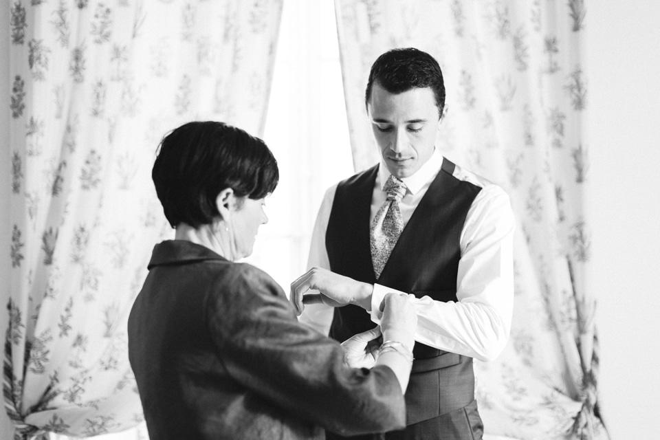 habillage du marié maison prosper maufoux santenay