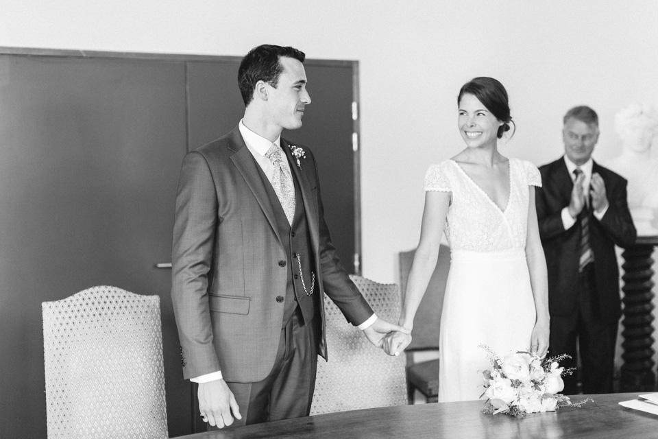 les mariés durant leur cérémonie civile de mariage en bourgogne