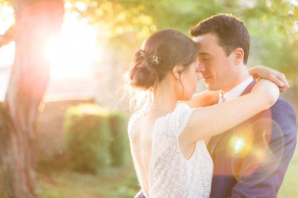 photo de couple mariage golden hour chateau de santenay bourgogne