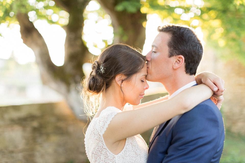 séance photo de couple mariage au chateau de santenay en bourgogne