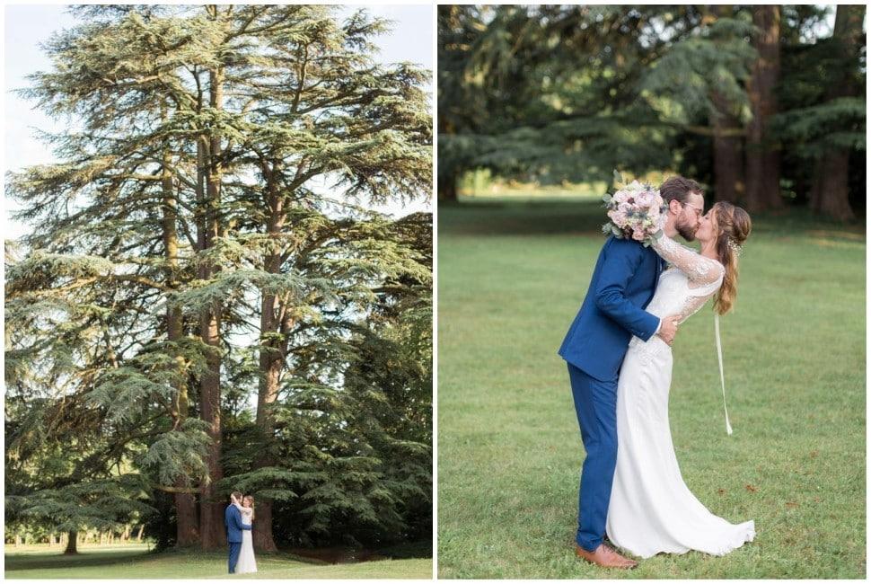 séance photo des mariés au chateau des ravatys