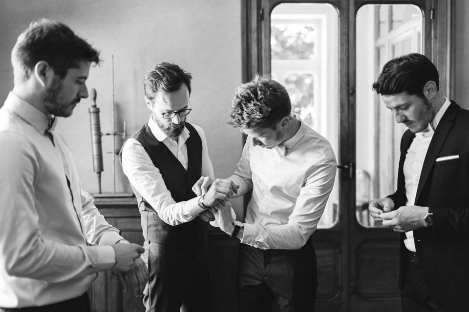 préparatifs du marié et ses témoins au chateau des ravatys