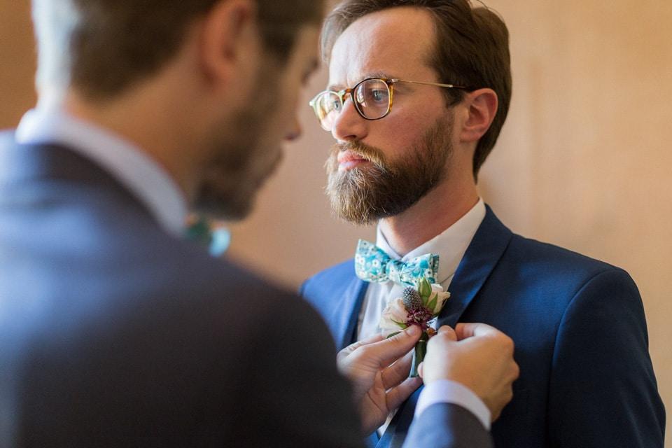 habillage du marié et ses témoins au chateau des ravatys