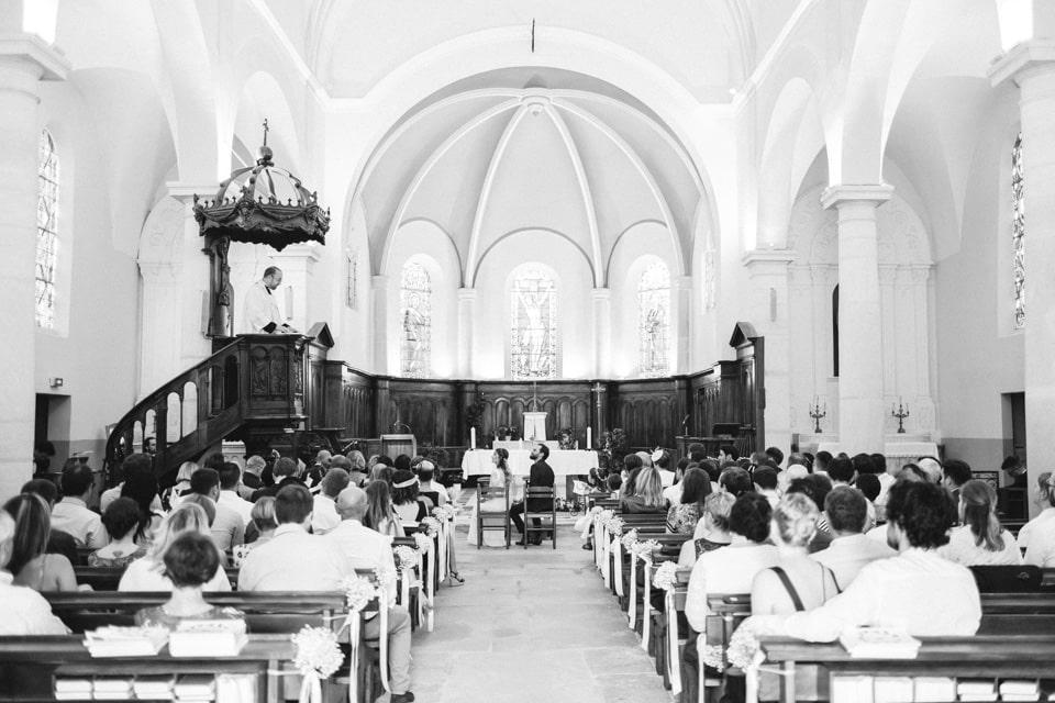 photo de mariage cérémonie religieuse en noir et blanc à lyon