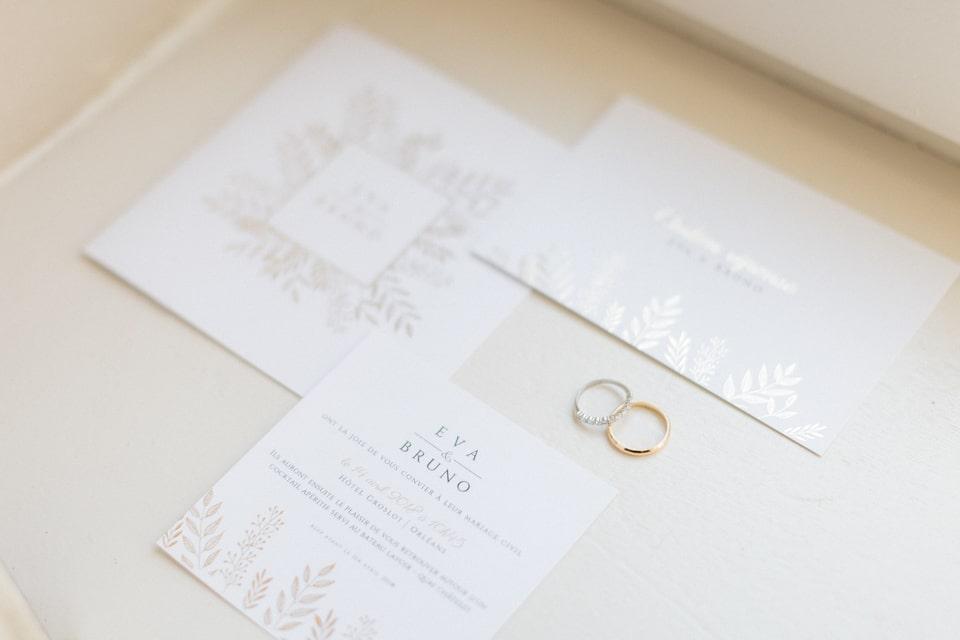 faire part et alliances durant les préparatifs de mariage au chateau des ravatys