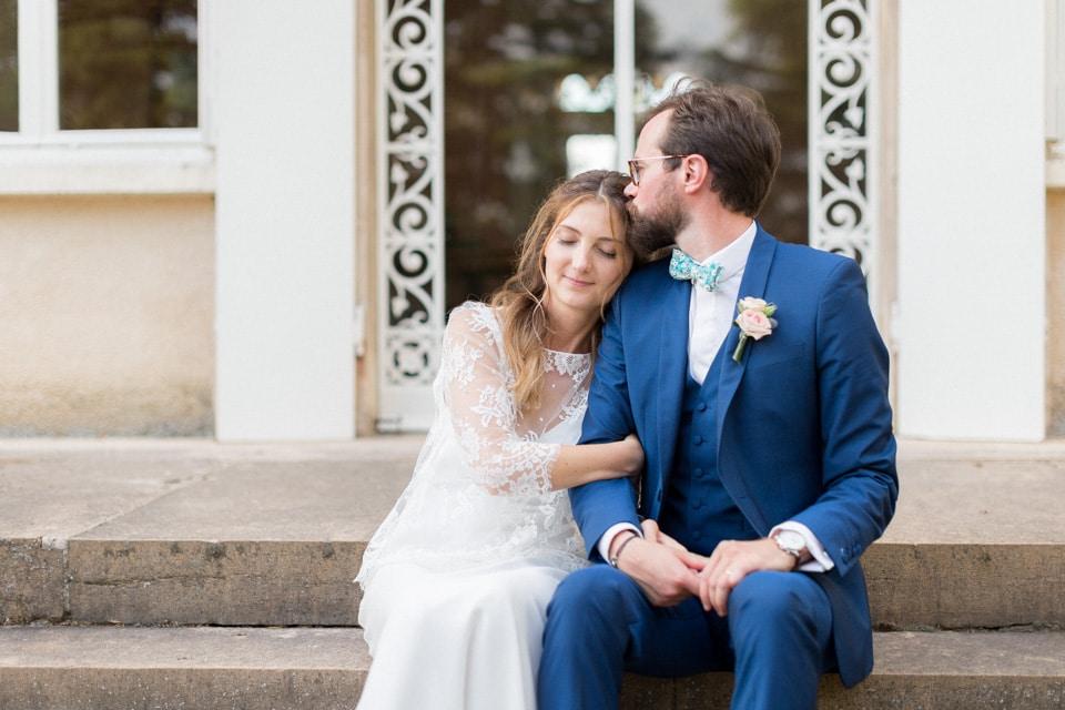 séance photo de couple mariage au chateau des ravatys