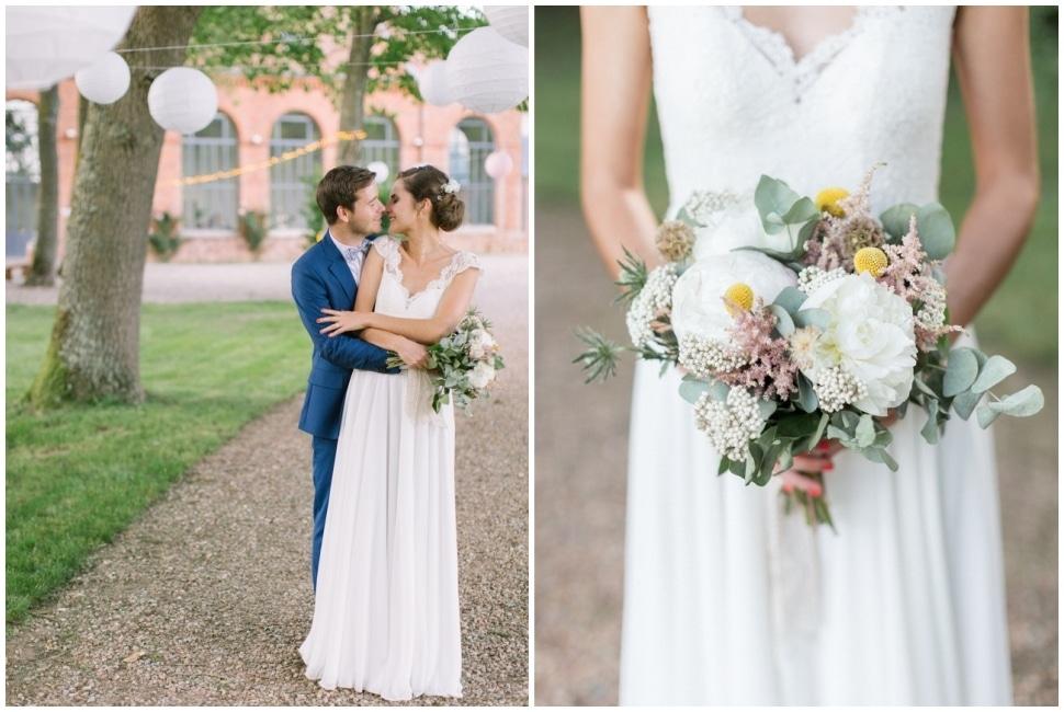 photo de couple de mariés et du bouquet de la mariée