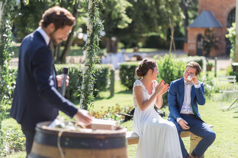 cérémonie en extérieur mariage au chateau du bourg à perreux