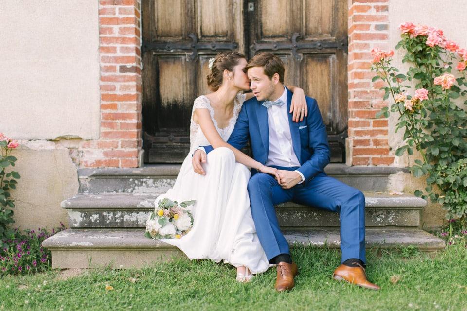 séance photo de couple de mariage au chateau du bourg