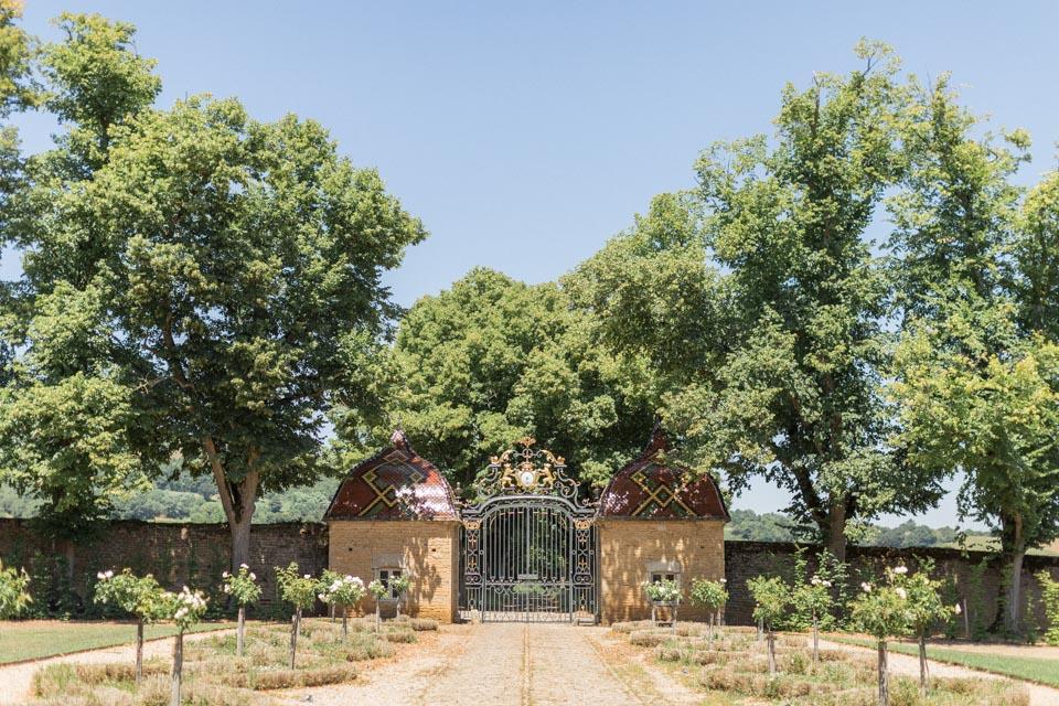 entrée du lieu de mariage : chateau de pierreclos