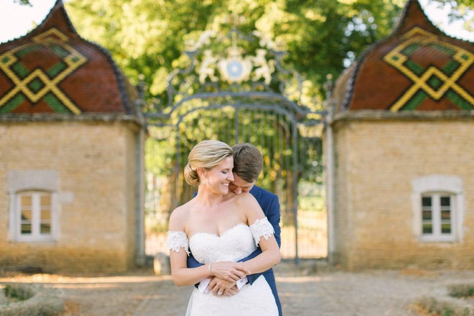 photo des mariés au chateau de pierreclos