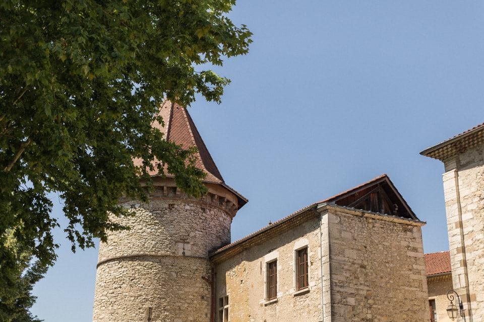 mariage dans l'isère au château de chapeau cornu