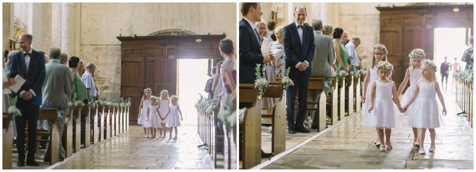 entrée enfants d'honneur église mariage chateau de chapeau cornu