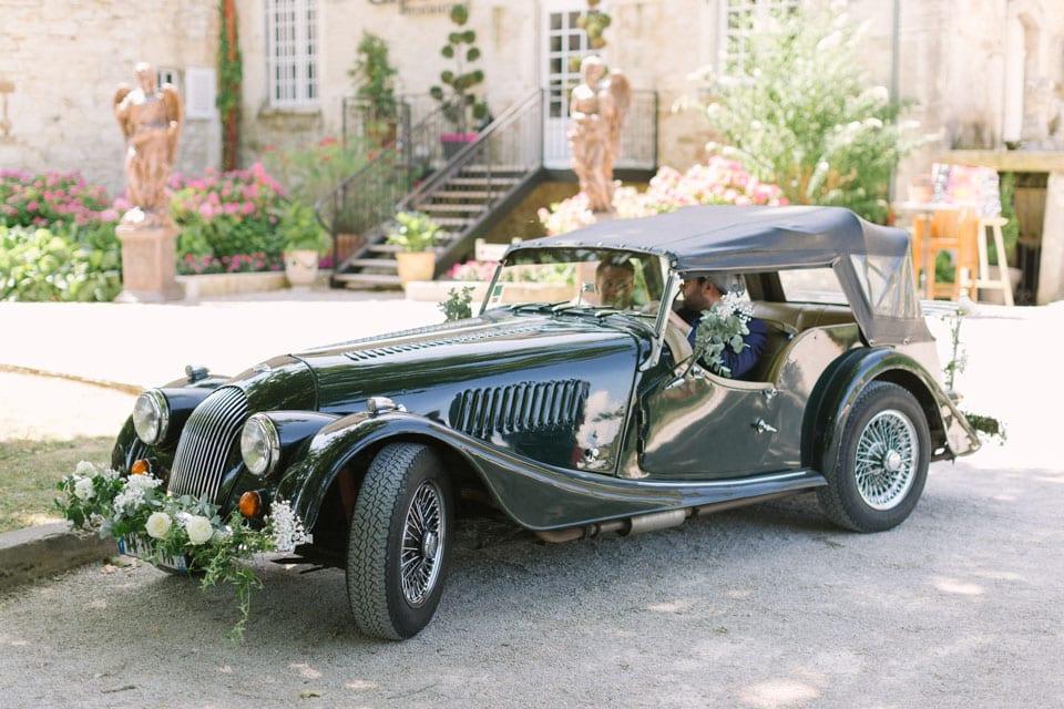 voiture de mariage au chateau de chapeau cornu