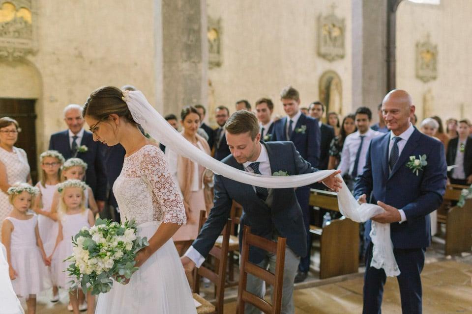 cérémonie mariage à l'abbatiale de st chef en isère