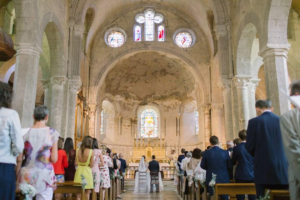 cérémonie de mariage à l'abbatiale de st chef en isère
