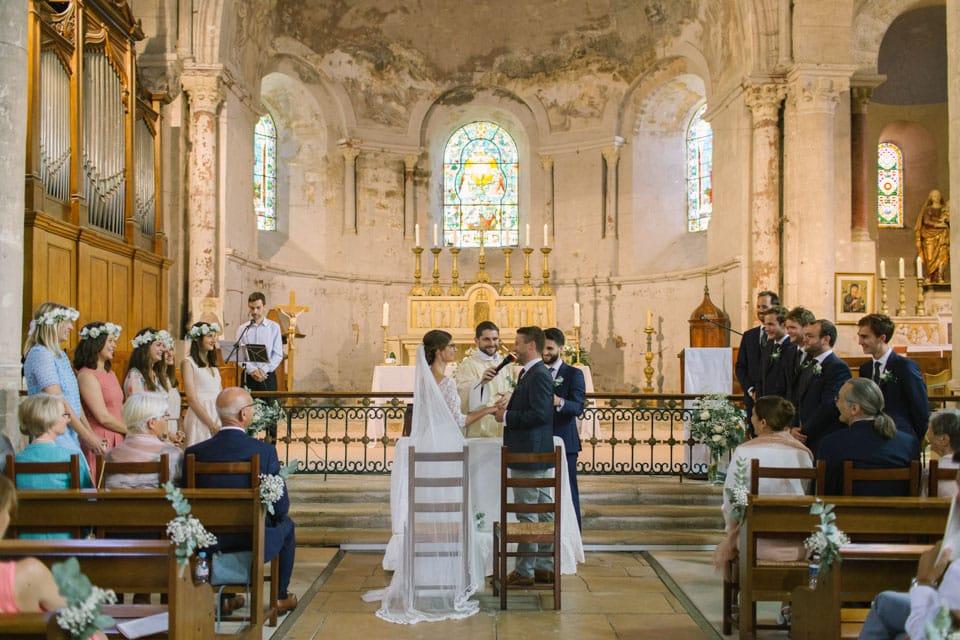 cérémonie religieuse de mariage à l'abbatiale de st chef