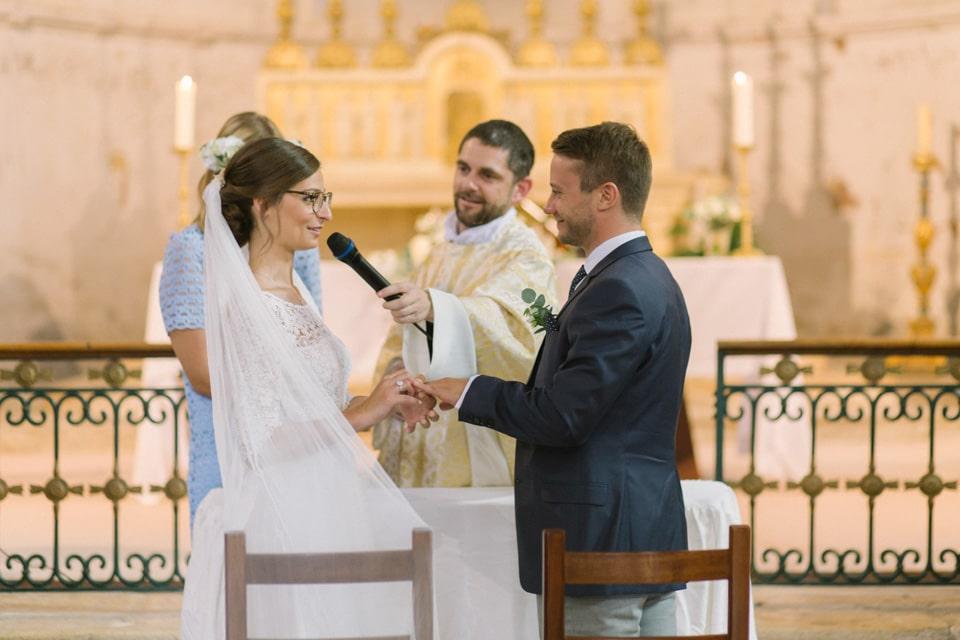 echange des alliances mariage abbaye de st chef en isère