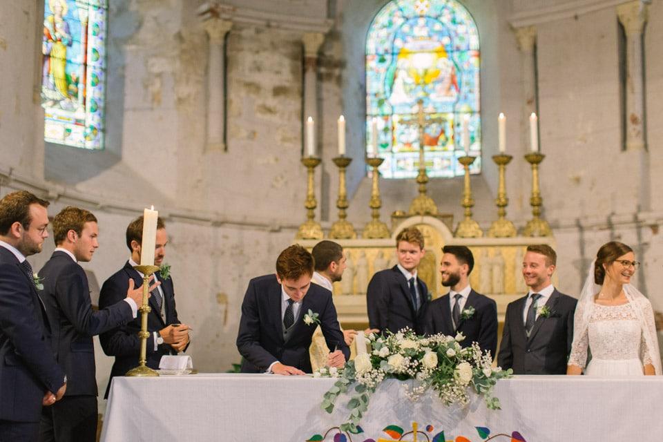 cérémonie de mariage à l'église en isère