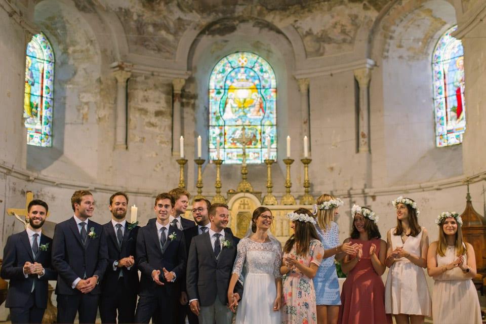 complicité entre mariés et témoins lors du mariage à l'église