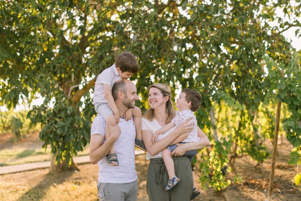 seance photo de famille joyeuse pres de lyon