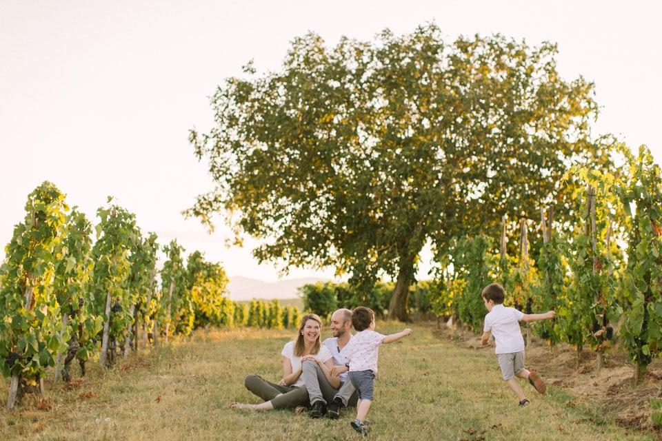 seance photo en famille dans les vignes