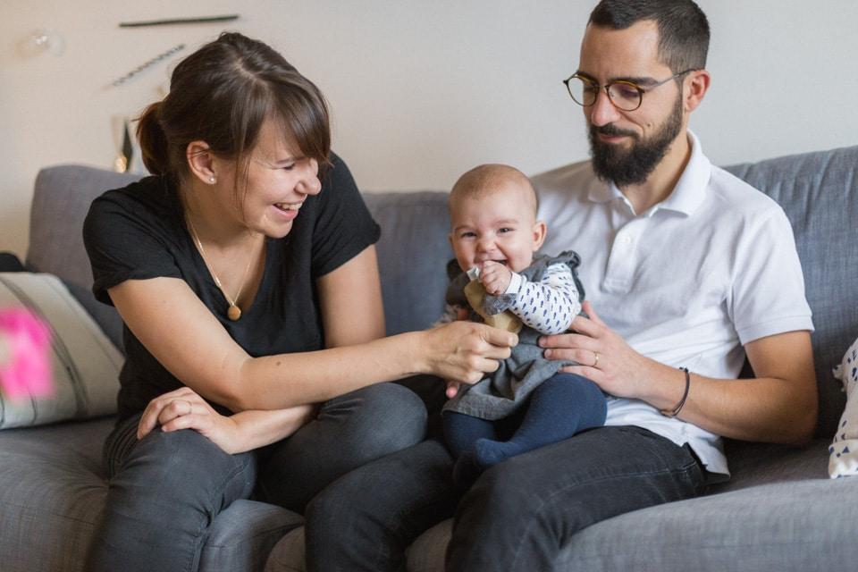 séance photo lifestyle bébé à la maison à lyon