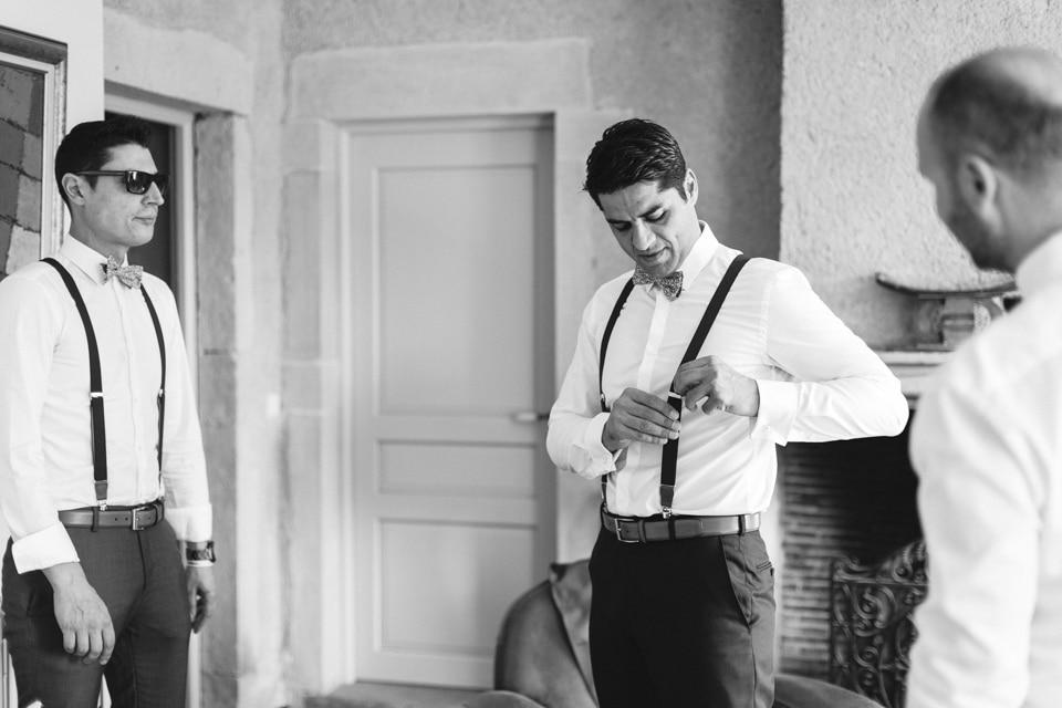 habillage du marié au domaine de vavril