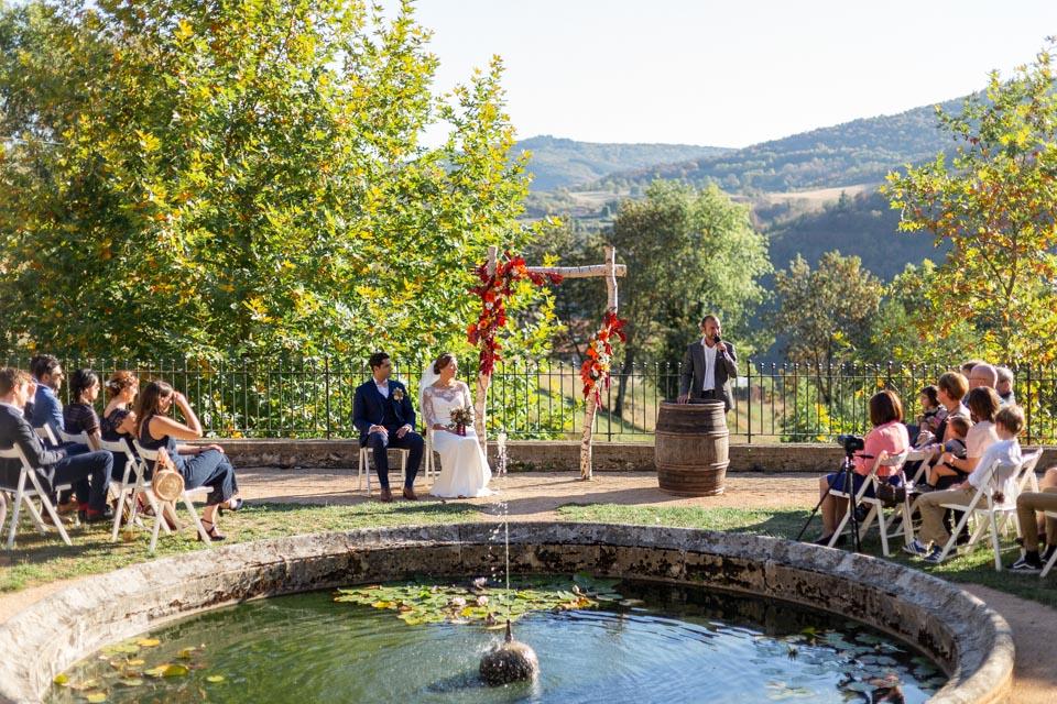 cérémonie laïque de mariage automnale au domaine de vavril