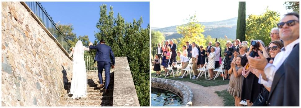 applaudissements des invités après la cérémonie de mariage au domaine de vavril