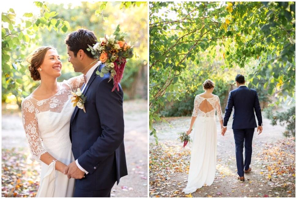 photo de couple des mariés dans les extérieurs du domaine de vavril