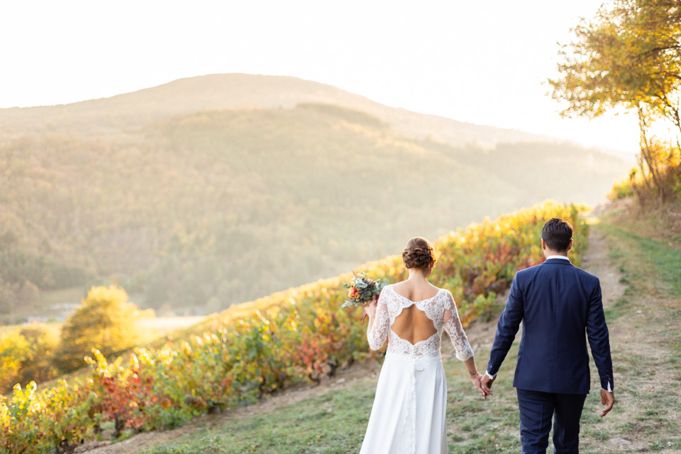 photo de mariage dans les vignes du domaine de vavril dans le beaujolais