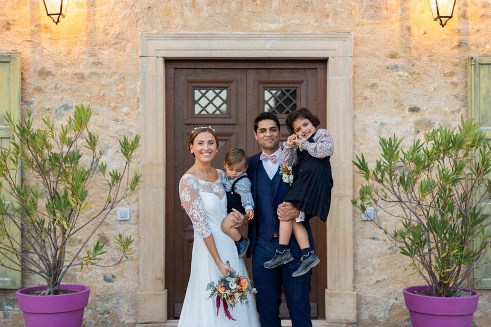 les mariés et leurs enfants au domaine de vavril