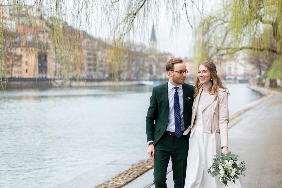 photo de mariés sur les quais de saone à lyon